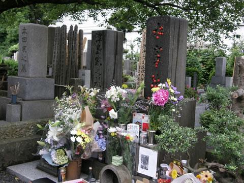太宰 治 の 墓 日本