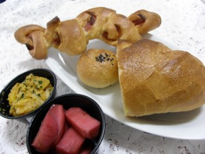 鳴門屋のパンとプチスープルのサラダ