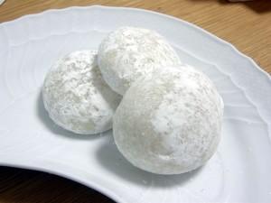 白いお皿に白いお餅
