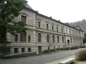 兵庫県公館 横面 奧に見えるのが兵庫県庁