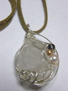 エレスチャル水晶のペンダント アップ