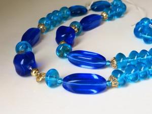 ブルーのネックレス